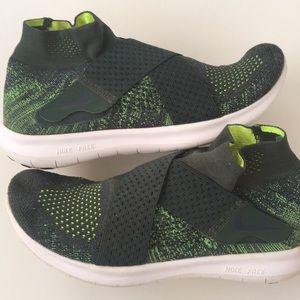 Nike Women's Free Run Motion FlyKnit Running Shoes